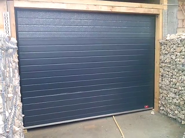 Usa de garaj cu automatizare